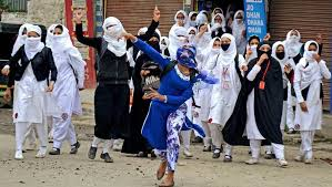 Kashmiri girls engaged in pitched street battles-1